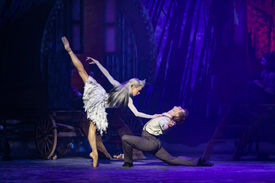 Constance Devernay as The Snow Queen and Andrew Peasgood as Kai in Christopher Hampson's The Snow Queen. Credit Scottish Ballet