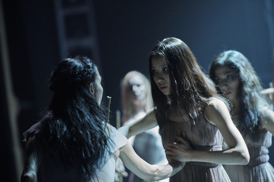 Tamara Rojo and Rina Kanehara in Akram Khan's Giselle  Laurent Liotardo